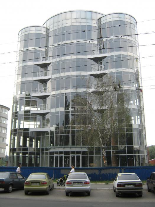Офіси та магазини непродовольчих товарів по вул. Зарічанській, 5/3, в м. Хмельницькому. Проектування та будівництво.